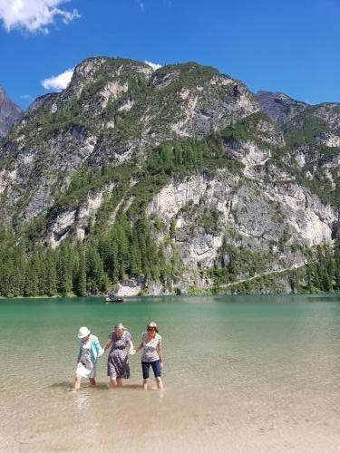 An icy paddle in the Lago di Braies