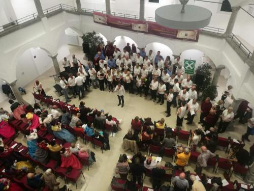 Combined choirs at the end of the final concert in Bruneck